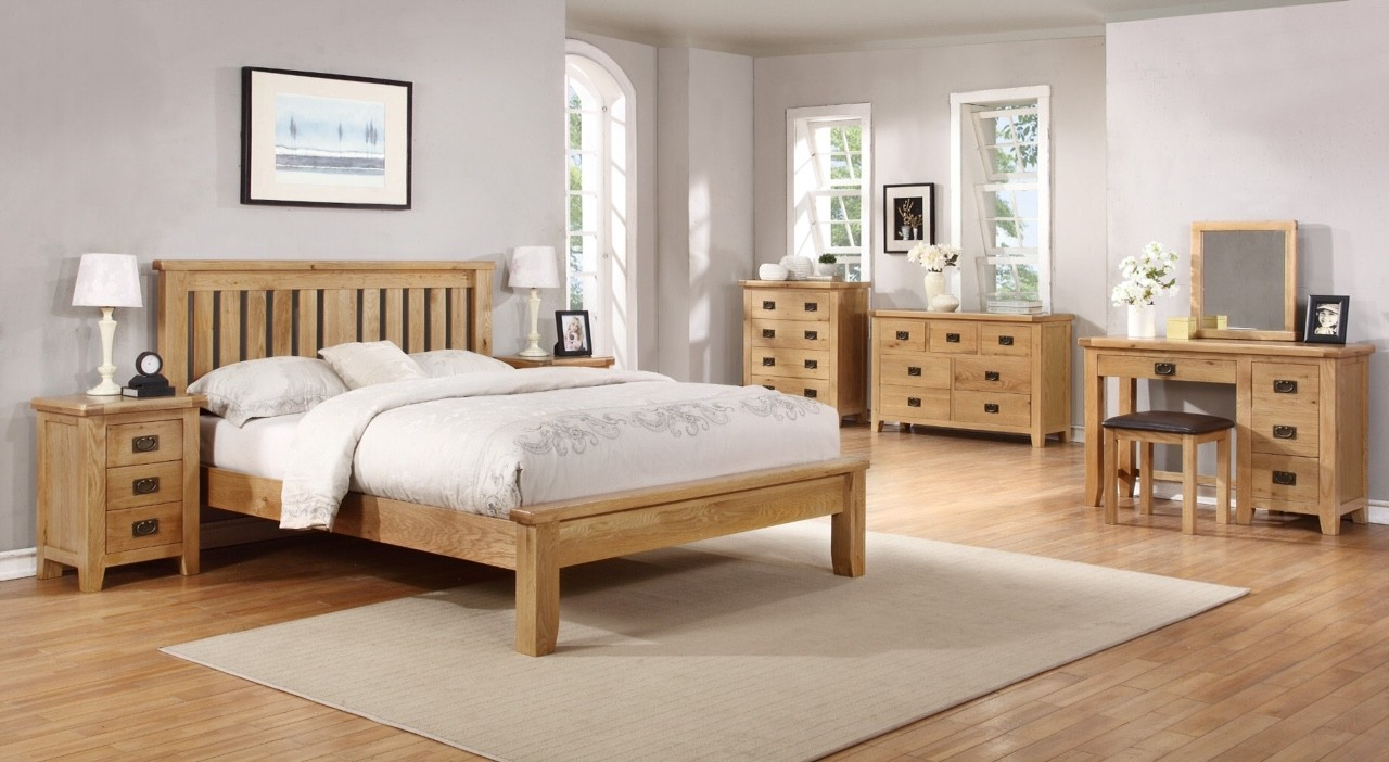 Suir 4'6 bedframe with low foot end